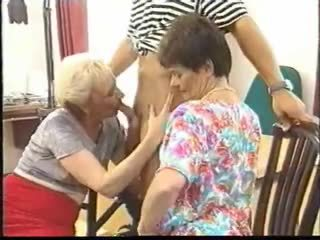 Oma und ihre geile freundin