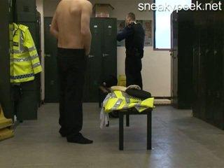 Rookie polizist erwischt nackt!