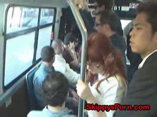 Jaapani koolitüdruk finger perses edasi buss
