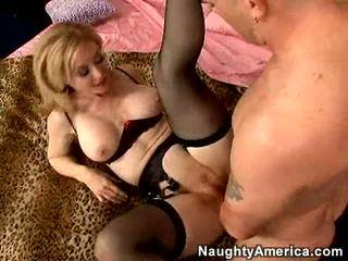 Секси momma nina hartley getting screwed така добър тя cant помощ стенещи