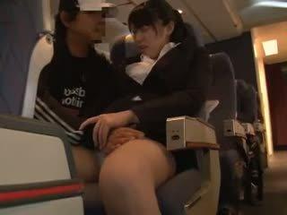 Officelady manoseada en airliner