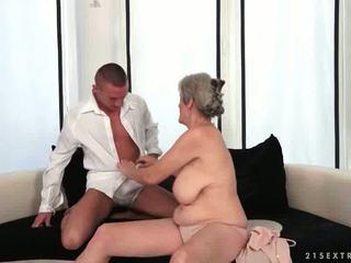 Με πλούσιο στήθος παππούς enjoys Καυτά σεξ με αυτήν boyfriend