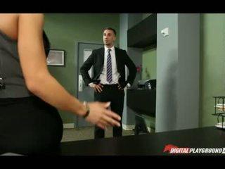 巨大 胸部 madison ivy banged 在 辦公室