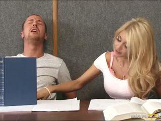 Puling en kåt blond inside klasserom