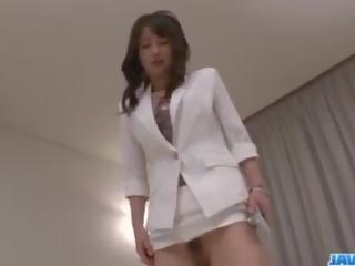 Asiatisch krankenschwester ayumi iwasa devours schwanz zwischen sie hände