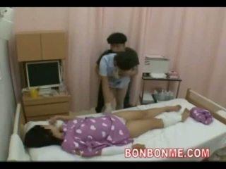 Медицинска сестра ръчна работа в преден на съпруга 01