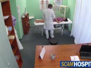 Heiß adela gets doctors groß schwanz therapy