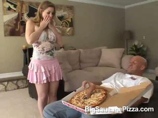 Miela brunetė doing čiulpimas ir titsjob už pica guy su pica apie