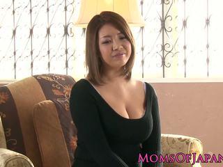Äldre japanska mommy toyed och throatfucked