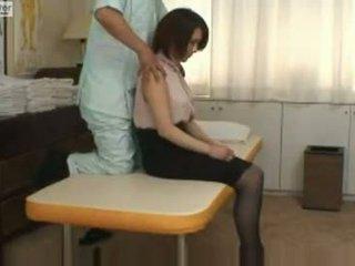 Japoneze nxënëse gets fucked nga të saj massager