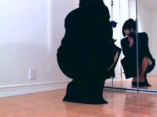 Dominant hypno diva teasing in blinkend panty