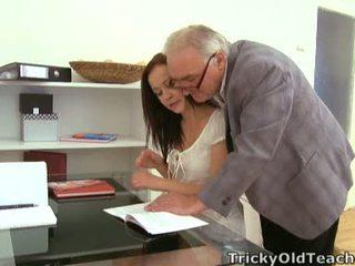 Nie vec ako jebanie the učiteľka na dostať the málo supplementary grades!