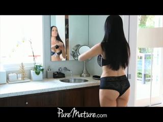 Puremature mama takes 12-inch pula