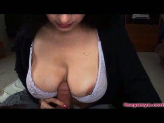 श्यामला, ख़रबूज़े, बड़े स्तन