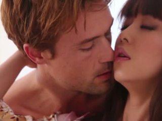 Simpatiska japānieši brunete skaistule marika hase gives vadītājs un