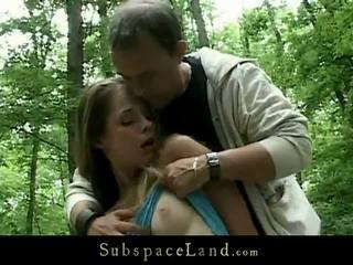 Kinky dominantie in de woods voor een ontzagwekkend bondman