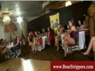 Mädchen gives striptease bis verführen stripper