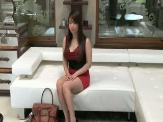Tokyo naivka s veľký kozy jebanie na gauč