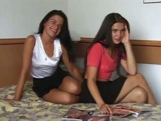 বাস্তব এবং গরম twin sisters got নগ্ন