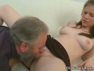 Maria lets an oud guy neuken haar