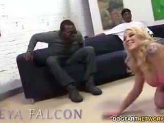 Leya falcon gets gangbanged podle velký černý cocks