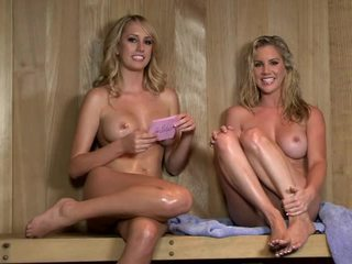 Sexy sauna intervistë me ainsley addison