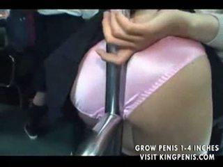เด็กนักเรียนหญิง บน รถบัส