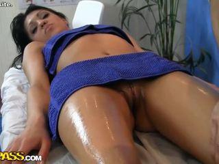 Vaatama kuum tüdruk erootiline massaaž stseen