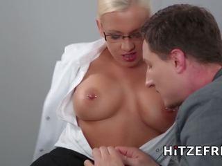 Hitzefrei nerātnas trijatā ar two vācieši blondes.