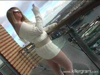 Felicity grace fuma sul terrazzo e poi spompina uno