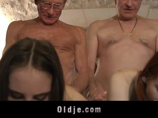 Two retired oldmen screws two hookers į atostogos