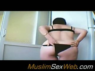 Arab mazulīte flashing viņai pakaļa