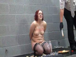 奇异的 female 屈辱 和 麻烦的 destruction