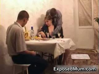ร้อน แม่ seducing men ไปยัง having เพศ