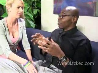 Cuckold putih perempuan tak senonoh untuk hitam zakar/batang menghisap zakar