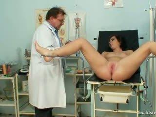 Filthy gyno ārsts performs pievilcīgas pusaudze eksāmens