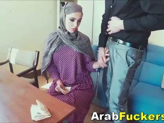 Arab jente ser til jobb lurt til knulling