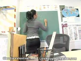 حار امرأة سمراء معلم في mini تنورة و أسود الملابس الداخلية