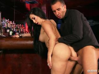 Bar qij me i madh breasted valerie kay