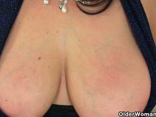 Inglesa milf lulu exposing dela grande tetas e molhada cona