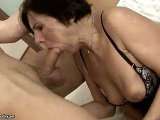 Gorące włochate babcia getting fucked ładne ciężko