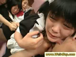 Gorące azjatyckie maids gets fucked na the kanapa