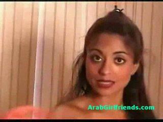 มหาศาล นม สมัครเล่น arab แฟน shows เธอ ตูด และ หี