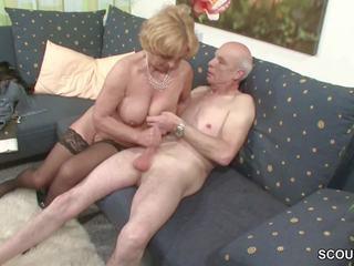 Oma und opa ficken das erste mal im porno fuer chết rente