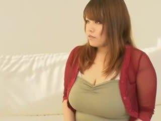 Debeli azijke punca s velika prsi