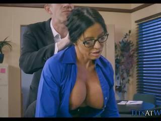 クーガー cheats 上の 彼女の 夫 アット 仕事, 高解像度の ポルノの 5b