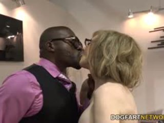 Nina hartley fucks đen guys vì votes