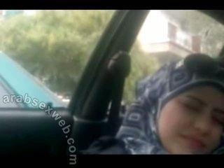Lief arab in hijab masturbating-asw960