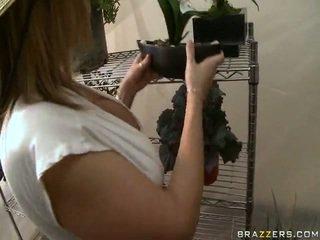 Brunette hoorndrager vrouw overspel onto haar echtgenoot