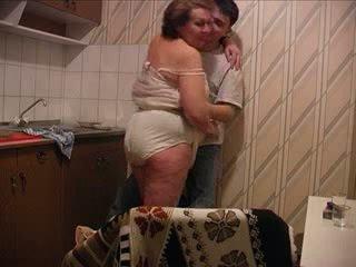 Fiu fucks mamă la the bucatarie